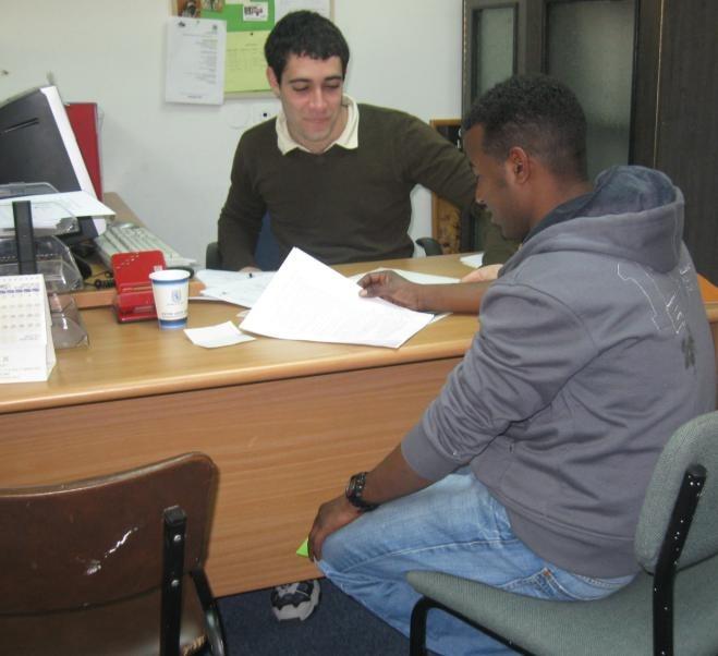 פגישה עם פונים במוקד הקליטה לעולי אתיופיה במרכז העיר